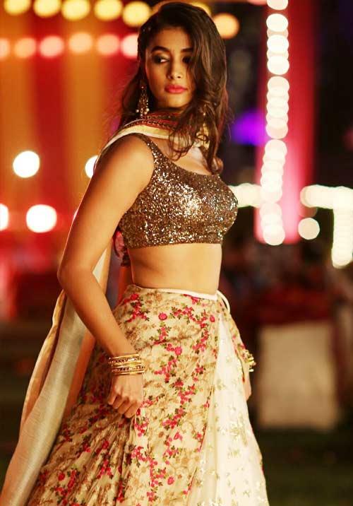 beautiful heroine in saree images